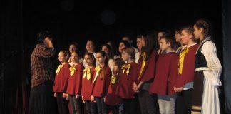 Dečiji hor je Svetosavskom himnom započeo svečanost   Foto: Vlastimir Jankov