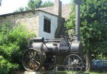 Parna mašina eksponat industrijske arheologije pod vedrim nebom   Foto: Vlastimir Jankov