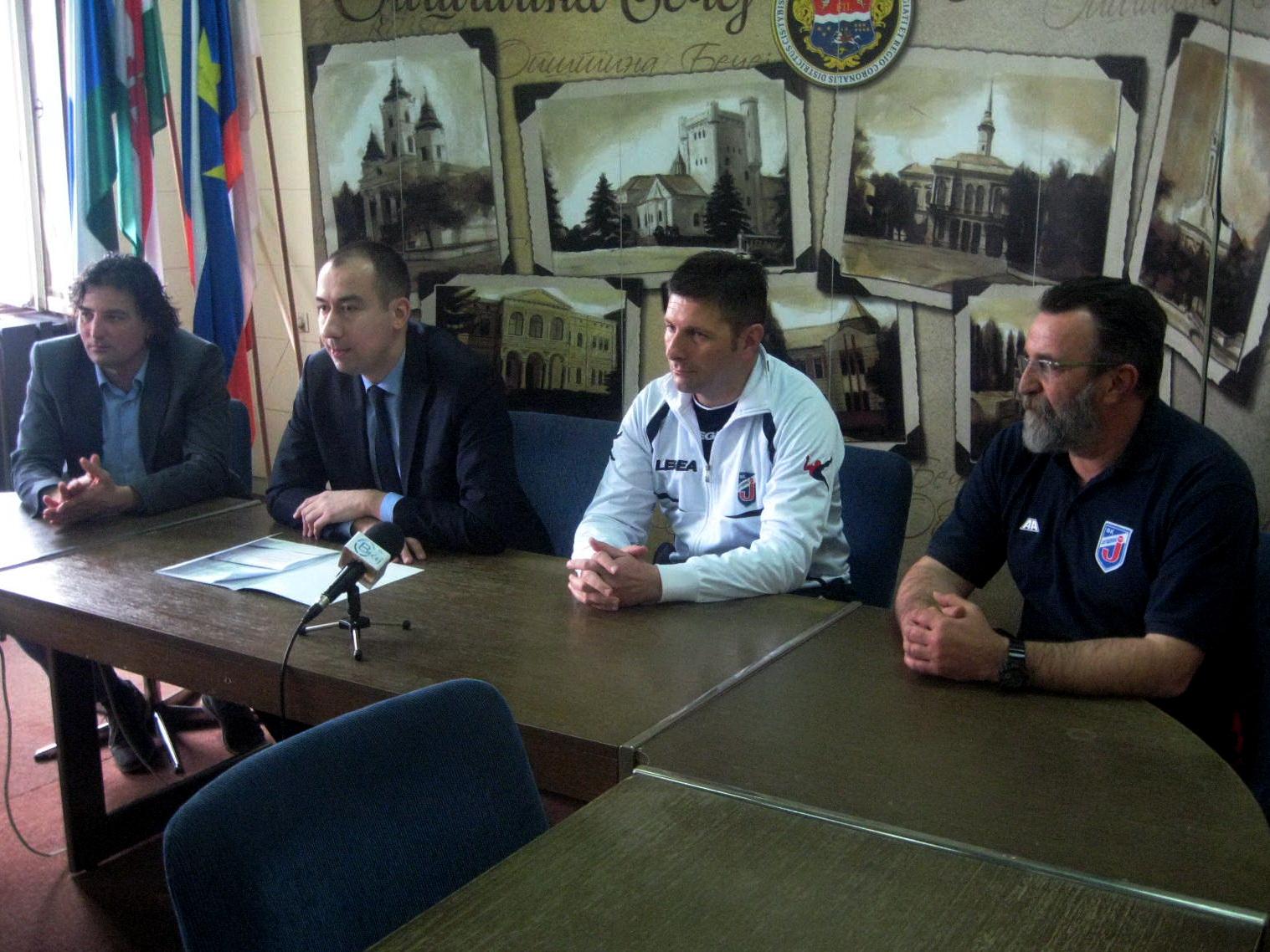 Stevan Mojsilović u beloj trenerci Jagodine prilikom nedavnog boravka u Bečeju | Foto: Vlastimir Jankov