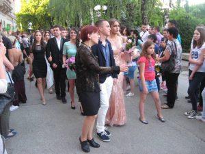 Maturantska promenada bečejskih gimnazijalaca|Foto: Vlastimir Jankov