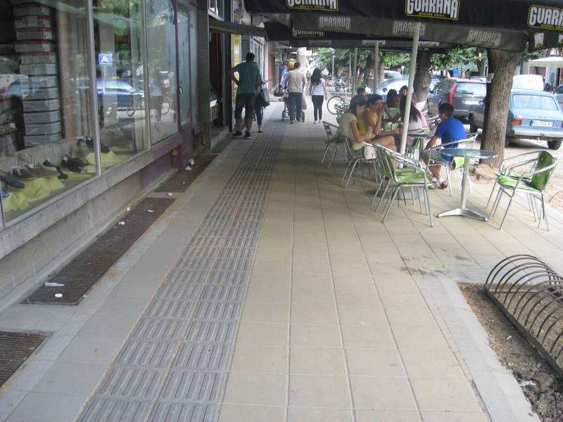 Svi su zadovoljni novim trotoarom u Zelenoj ulici   Foto: Vlastimir Jankov