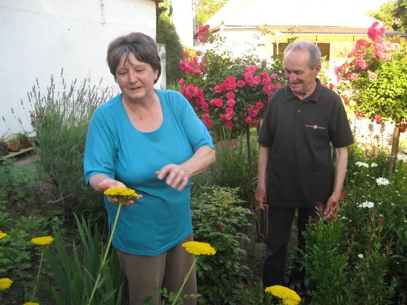 Marta i Pišta Derkoviču svom baštenskom raju   Foto: Vlastimir Jankov