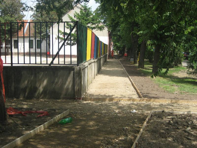 Završetak radova oko rekonstrukcije trotoara u Novom Selu   Foto: Vlastimir Jankov