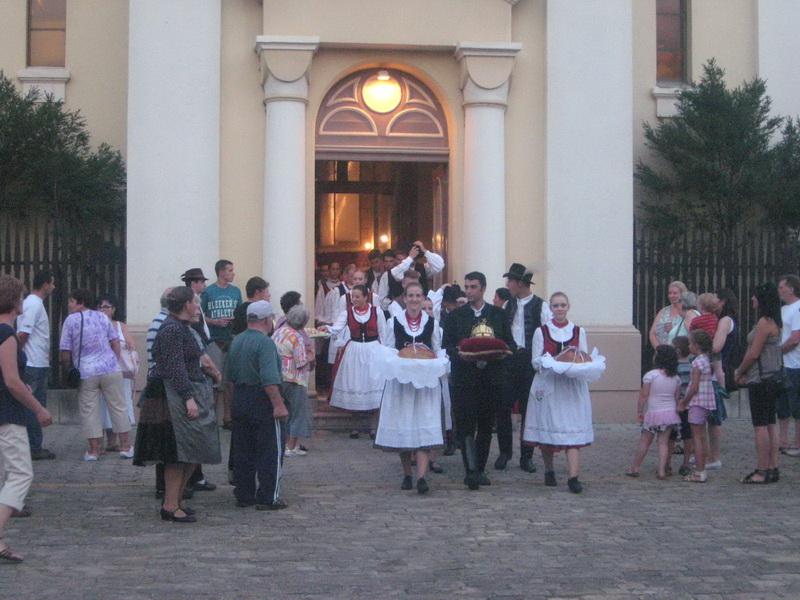 Lanjsko iznošenje krune i osveštanog hleba iz crkve   Foto: Vlastimir Jankov