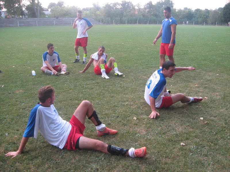 Trener Strahinja Vasković sa bočarskim fudbalerima | Foto: Vlastimir Jankov