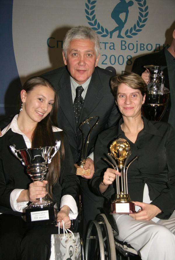 Novobečejska kuglašica Livija Santo, Beba Perić Ranković i potpisnik ovih redova na izboru sportista Vojvodine 2008.   Foto: Vlastimir Jankov