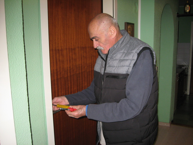 Predsednik Rajko sa šrafcigerom u ruci | Foto: Vlastimir Jankov