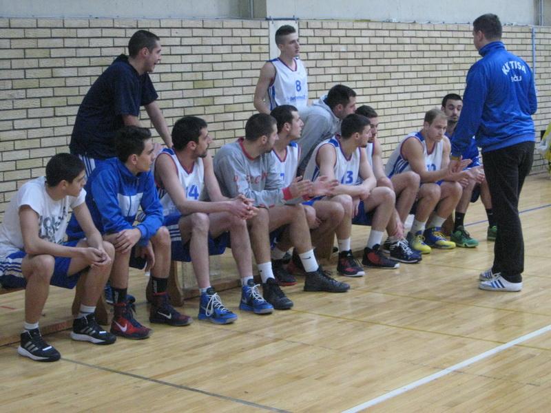 Dogovor trenera Igora Stanka sa igračima pre utakmice | Foto: Vlastimir Jankov