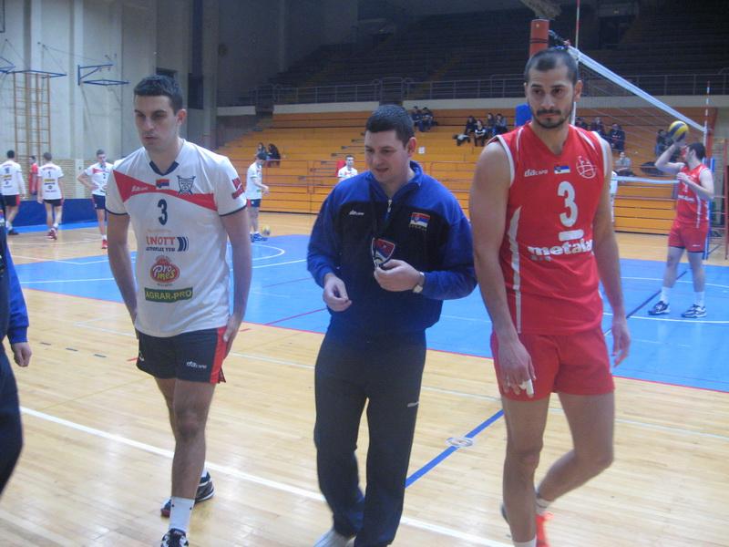 Imenjaci Nikole i kapiteni Džigurski (Bečej) i Ignjatović (Metalac Takovo) pre početka utakmice | Foto: Vlastimir Jankov