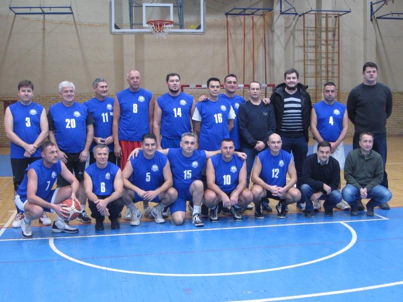 Generacija starijih bečejskih košarkaša | Foto: Vlastimir Jankov
