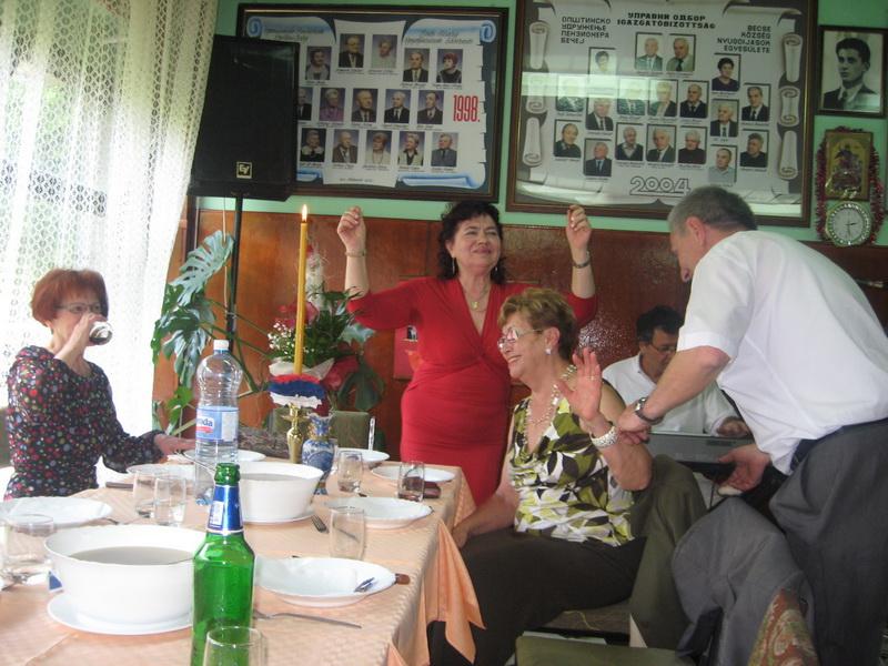 Svaka je prilika dobra da se penzioneri provesele | Foto: Vlastimir Jankov