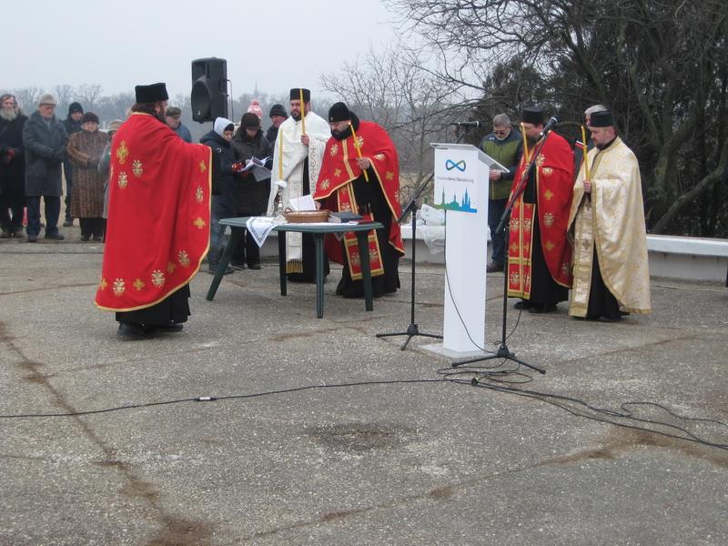 Posle komemoracije služen je parastos nevino stradalim žrtvama | Foto: Vlastimir Jankov