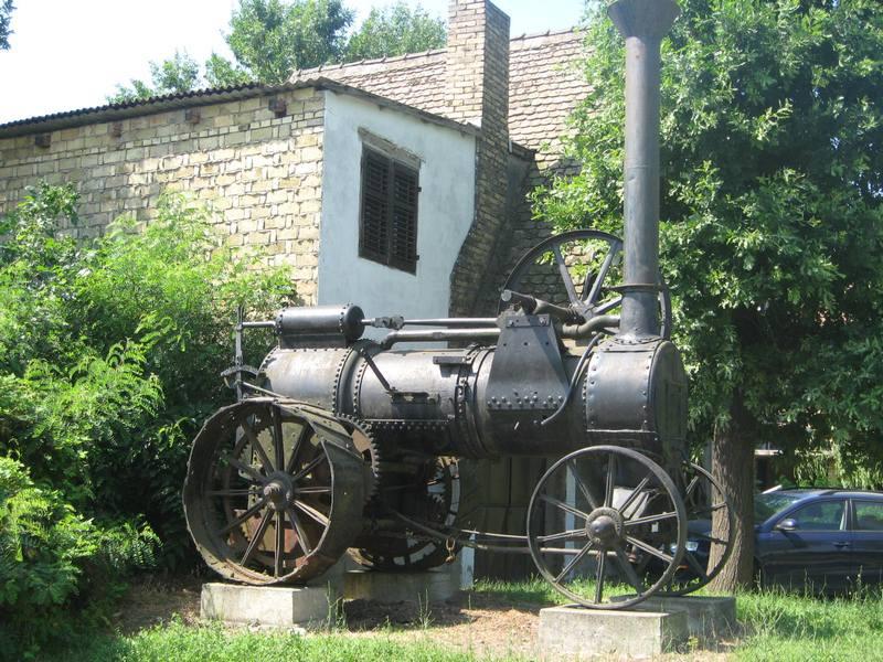 Parna mašina eksponat industrijske arheologije pod vedrim nebom | Foto: Vlastimir Jankov