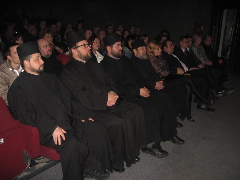 Sa duhovne večeri u bečejskom Gradskom pozorištu   Foto: Vlastimir Jankov