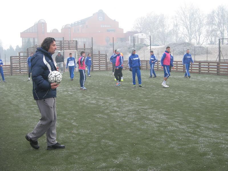 Dejan Stanojev je treninge prilagodio podlozi na kojoj se radi | Foto: Vlastimir Jankov