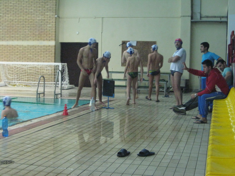 Svetozar Marković s klupe odlazi u bazen, a Boris Terzić seda na klupu Bečeja | Foto: Vlastimir Jankov