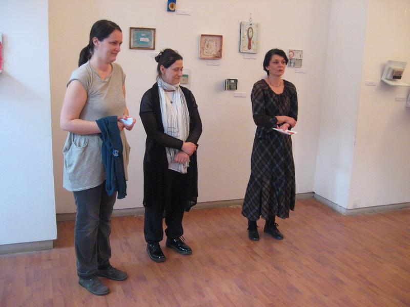 Mr Ana Piljić Mitrović, mr Jelena Ilić i Gabriela Sel na otvaranju izložbe | Foto: Vlastimir Jankov