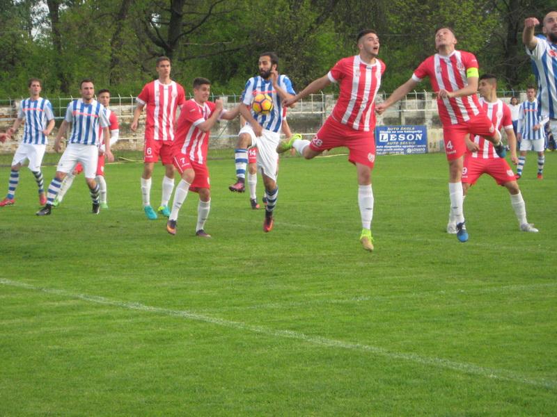 Česta slika pred golom rivala Bečejaca   Foto: Vlastimir Jankov