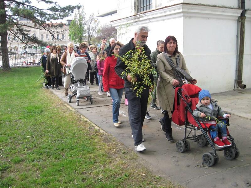 Deca su u pratnji roditelja učestvovala u trokrakom ophodu | Foto: Vlastimir Jankov
