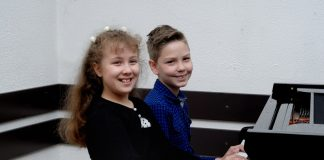 Fiona Lovaš i Mateja Stražmešterov osvojili su prve nagrade na Republičkom takmičenju   Foto: Vlastimir Jankov