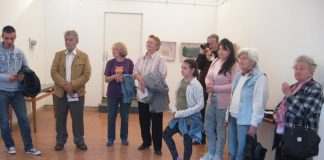 Posetioci su s dužnom pažnjom slušali o stvaralaštvu autorki izložbe   Foto: Vlastimir Jankov