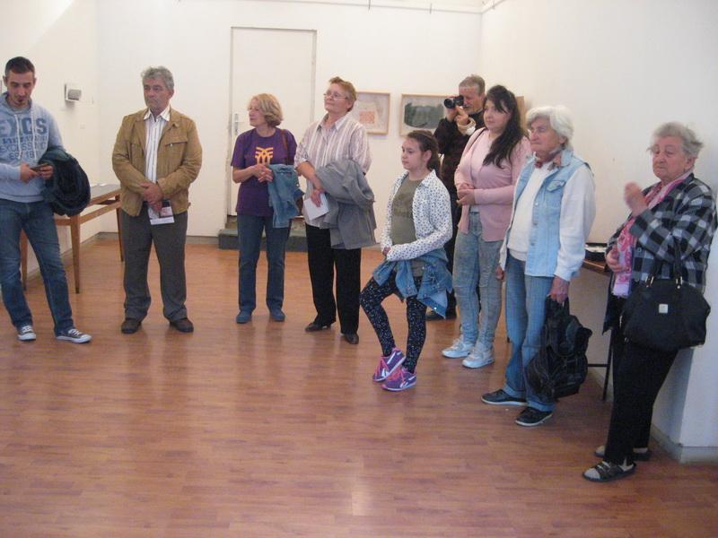 Posetioci su s dužnom pažnjom slušali o stvaralaštvu autorki izložbe | Foto: Vlastimir Jankov