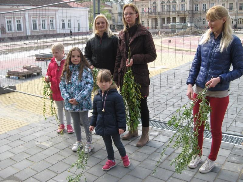 Majke su u velikom broju dovele decu u crkvu | Foto: Vlastimir Jankov