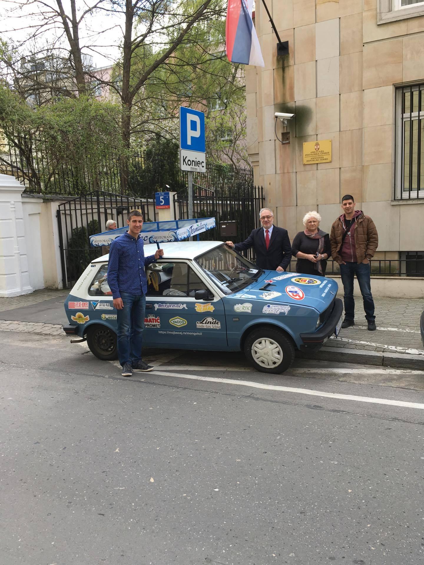 """""""Rino"""" odmara ispred naše ambasade u Varšavi"""