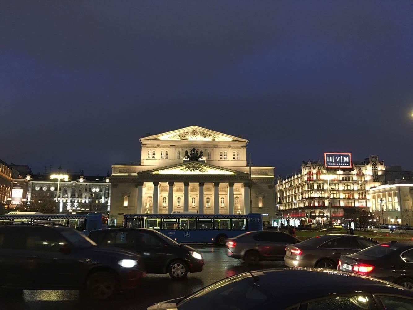 Boljšolj teatar je izgradio arhitekta Osip Bove, a u njemu se održavaju predsave baleta i opere