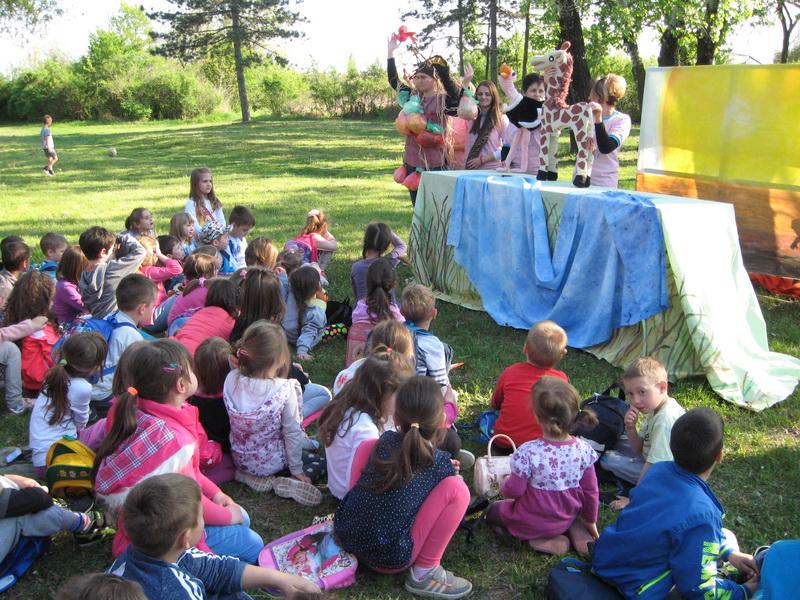Pozorištance je privuklo posebnu pažnju dece | Foto: Vlastimir Jankov