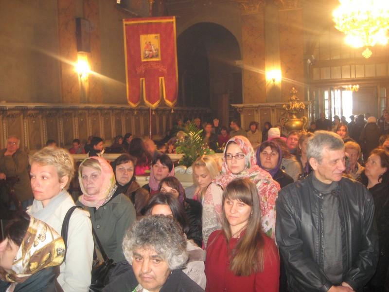 U pravoslavnom hramu za vreme Svete uskršnje liturgije | Foto: Vlastimir Jankov