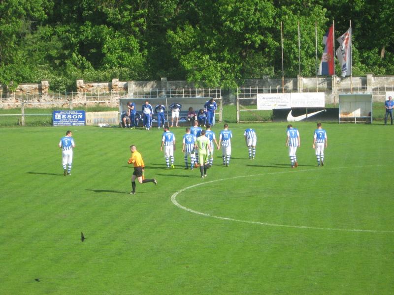Bečejci su počeli utakmicu u plavo belim dresovima... | Foto: Vlastimir Jankov