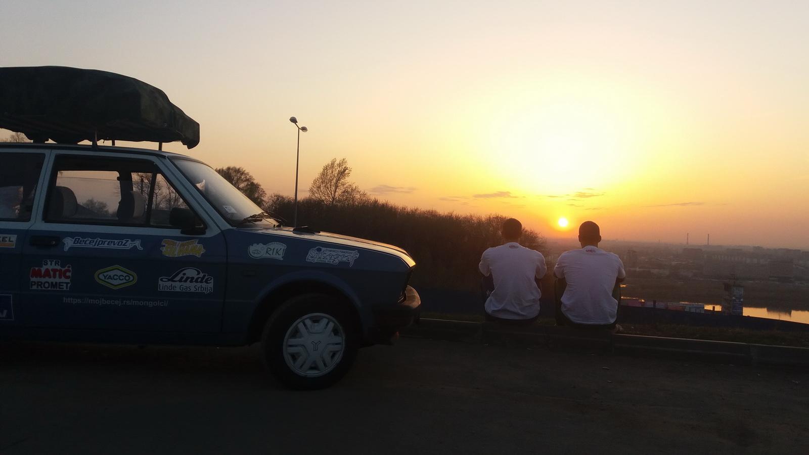Nas trojica, zalazak Sunca, Nižnji Novgorod i Volga