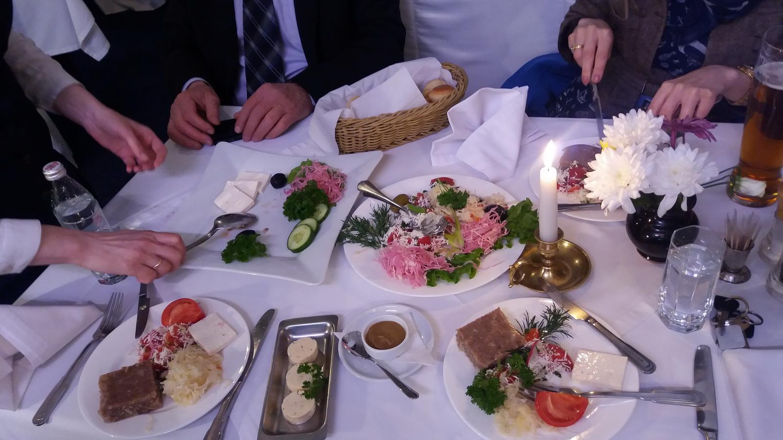 """U poseti restoranu """"Balkan Grill"""" u Novosibirsku"""