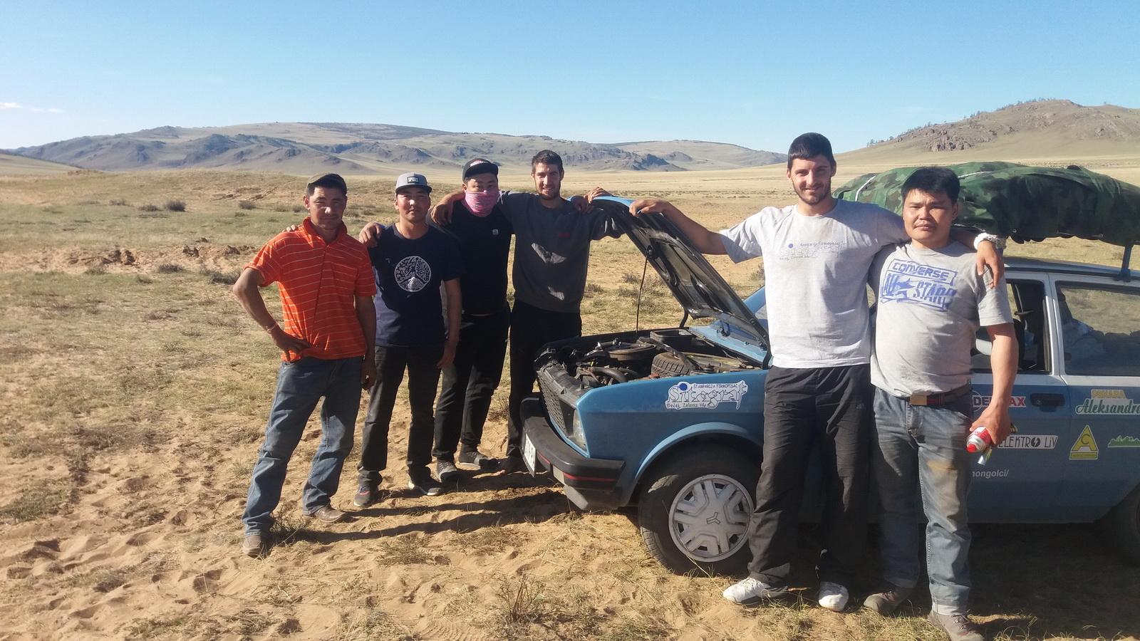 Sa našim prijateljima iz mongolske pustinje