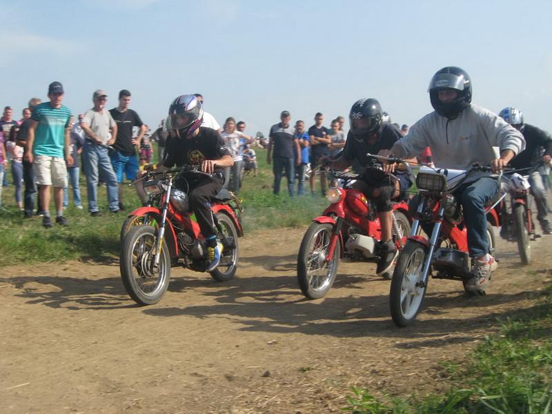 Sa lajskih moto trka oldtajmera   Foto: Vlastimir Jankov