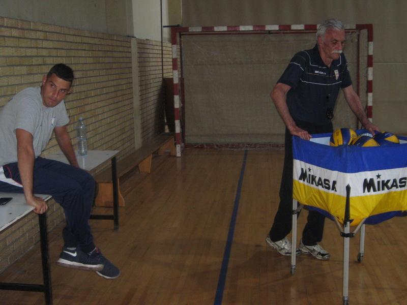 Stručni tim juniora Bečeja u Kraljevu Nikola Džigurski i Slobodan Galešev   Foto: Vlastimir Jankov