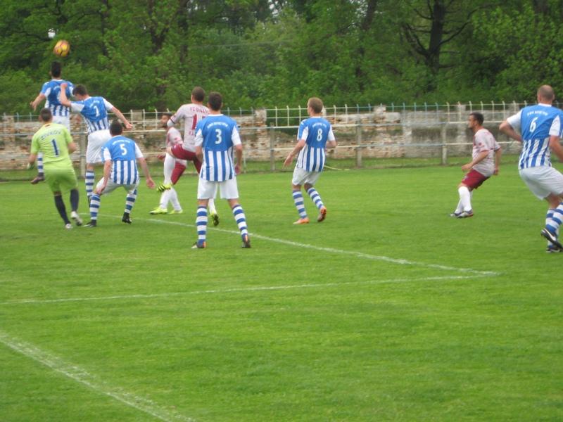 Uglavnom se igralo pred golom Bečejaca | Foto: Vlastimir Jankov