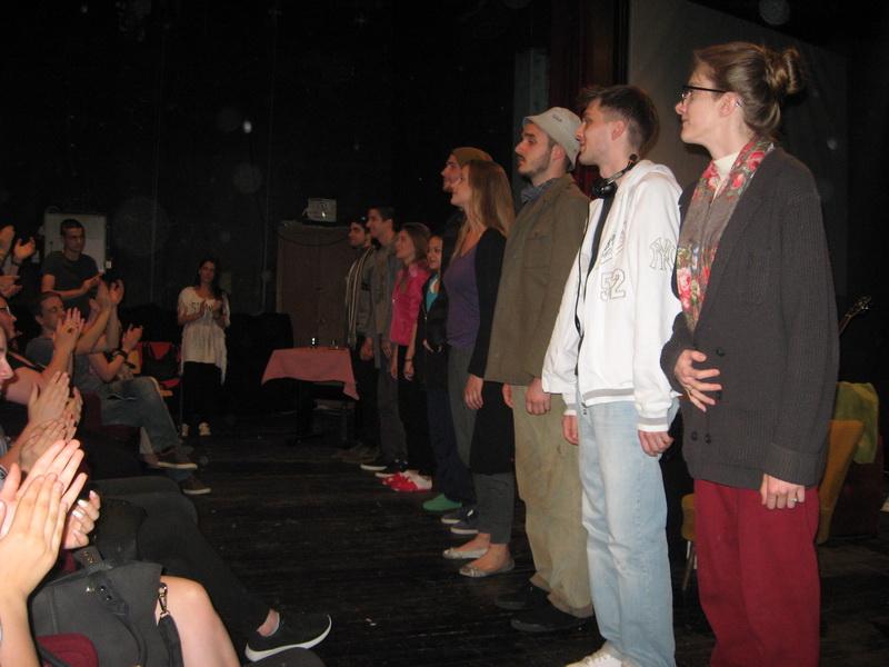 """Aplauz studentima za izvođenje autorske predstave """"Život moj""""   Foto: Vlastimir Jankov"""