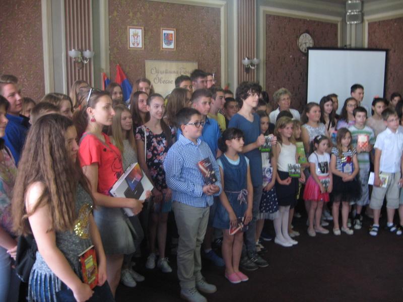 Deo nagrađenih osnovaca bečejske opštine | Foto: Vlastimir Jankov