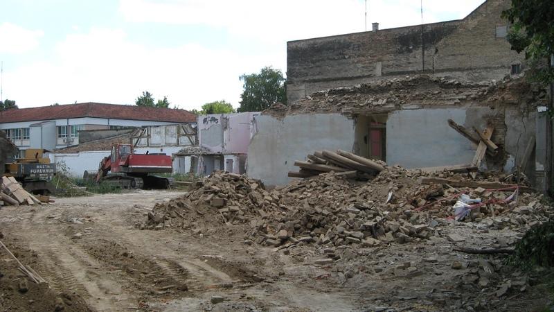 Napreduju radovi i na odnošenju građevinskog šuta | Foto: Vlastimir Jankov