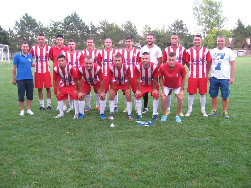 Pobednička ekipa Hajduka iz Čuruga s peharom | Foto: Vlastimir Jankov