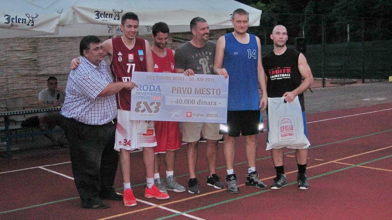 Prvoplasirana ekipa Trandžament iz Novog Sada | Foto: Vlastimir Jankov