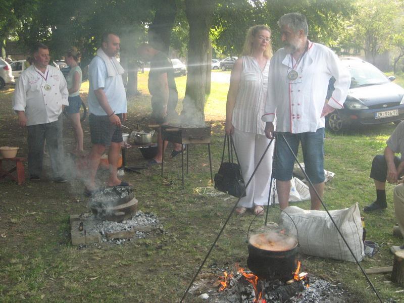 ....a tu su i roštilj i sač | Foto: Vlastimir Jankov