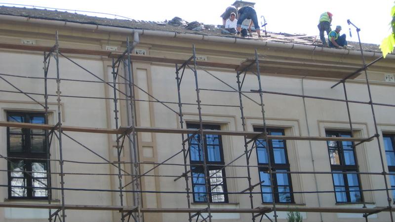 Sanacija školske zgrade je krenula od krova | Foto: Vlastimir Jankov