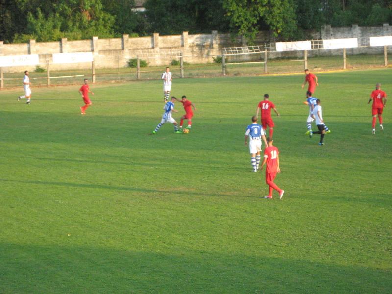 Bečejci i Novosađani su, uglavnom igrali na sredini terena | Foto: Vlastimir Jankov