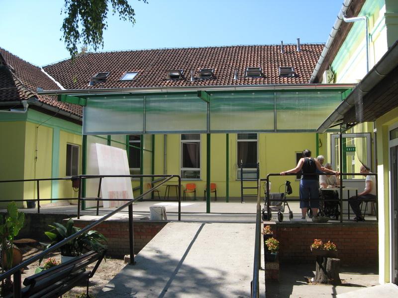 Krovni prozori su zamenjeni, a terasa se zatvara | Foto: Vlastimir Jankov