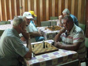 Svakodnevna zabava u Domu penzionera je igranje šaha | Foto: Vlastimir Jankov