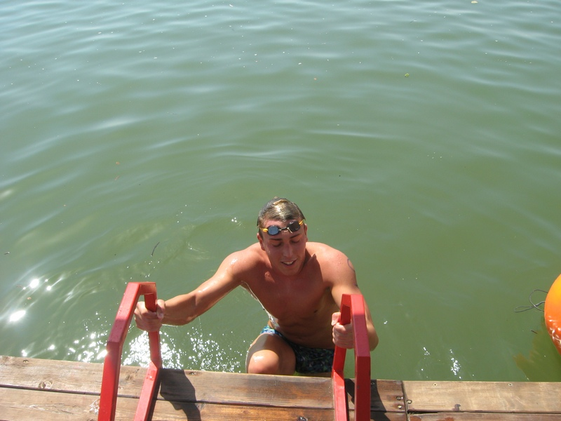 Apsolutni pobednik bečejskog plivačkog maratona Tamaš Farkaš | Foto: Vlastimir Jankov