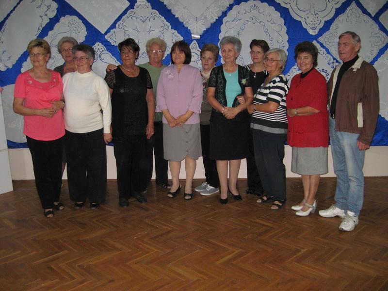 """Junaci naše priče u društvu članova sekcije za ručni rad KUD """"Orion""""  Foto: Vlastimir Jankov"""